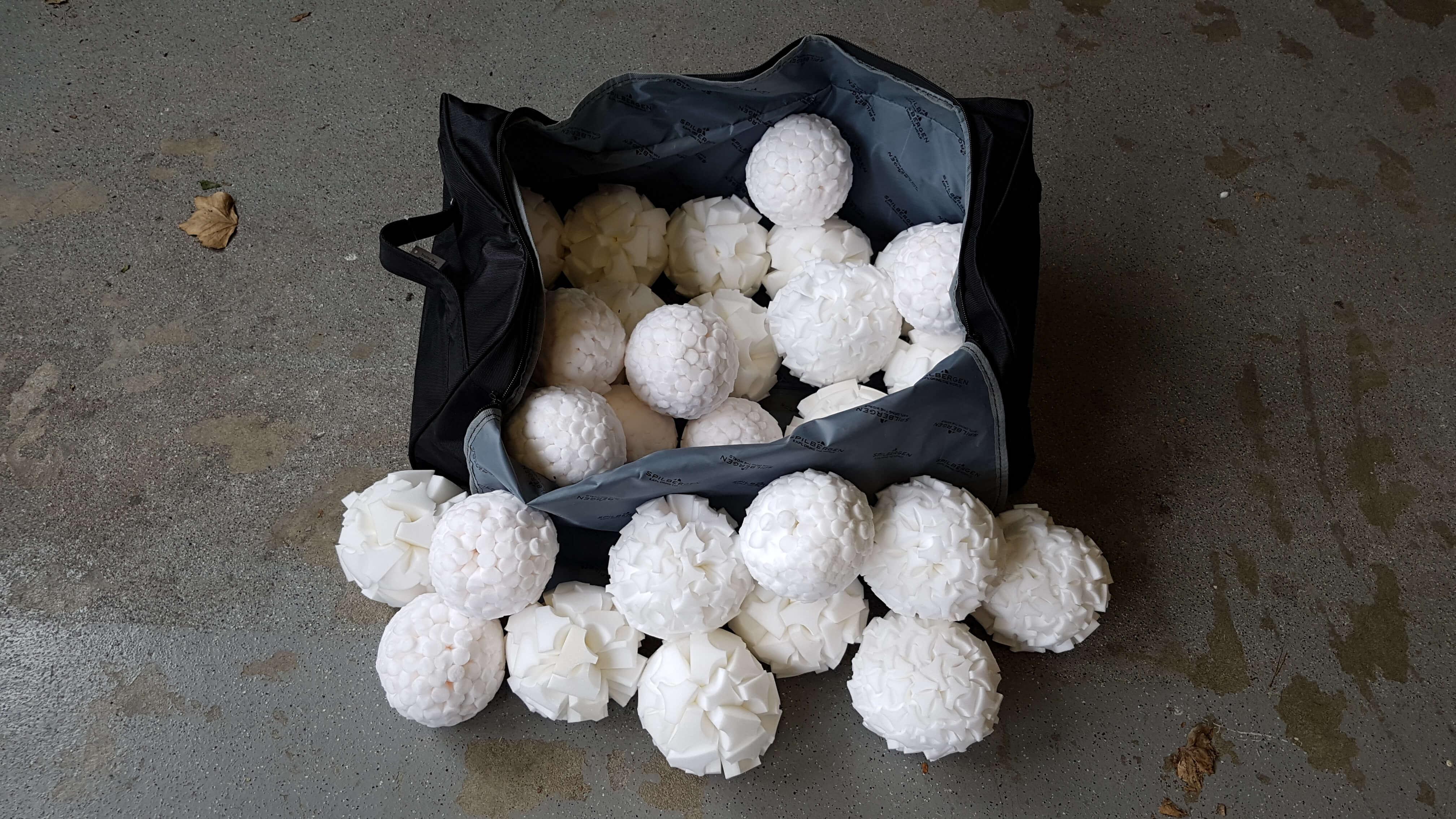 Sporttas met 27 Droge Sneeuwballen